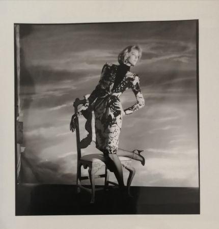 写真 Horst  - Femme à la chaise