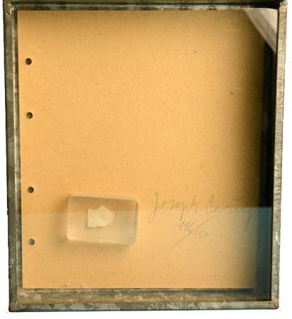 多数の Beuys - FINGERNAGELABDRUCK AUS GEHÄRTETER BUTTER /  FINGERPRINT IN HARDENED BUTTER  1971