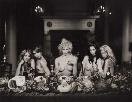 写真 Lagrange - Five women at dinner