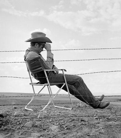 写真 Worth - James Dean seated