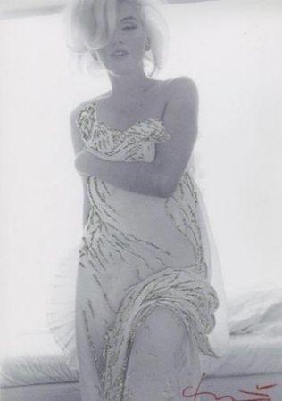 写真 Stern - Marilyn. Jeweled Toga