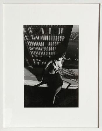 写真 Clergue - Nude on a Ledge