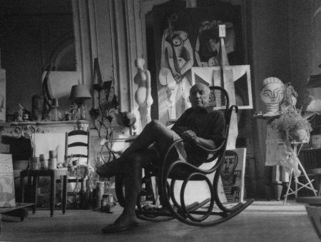 写真 Blum - Picasso dans son atelier
