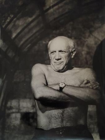 写真 Picasso - Picasso les bras croisés