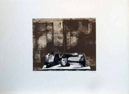 リトグラフ Moore - Reclining figure architectural background IV