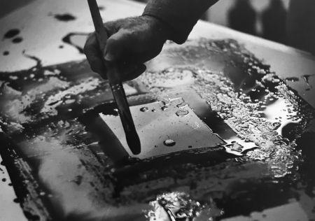 写真 Blum - Sam Francis in his studio