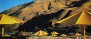 多数の Christo - The Umbrellas, Japan-USA, 1984-91, California, USA Site