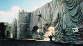 多数の Christo - The Wall-Wrapped Roman Wall, Rome, 1974